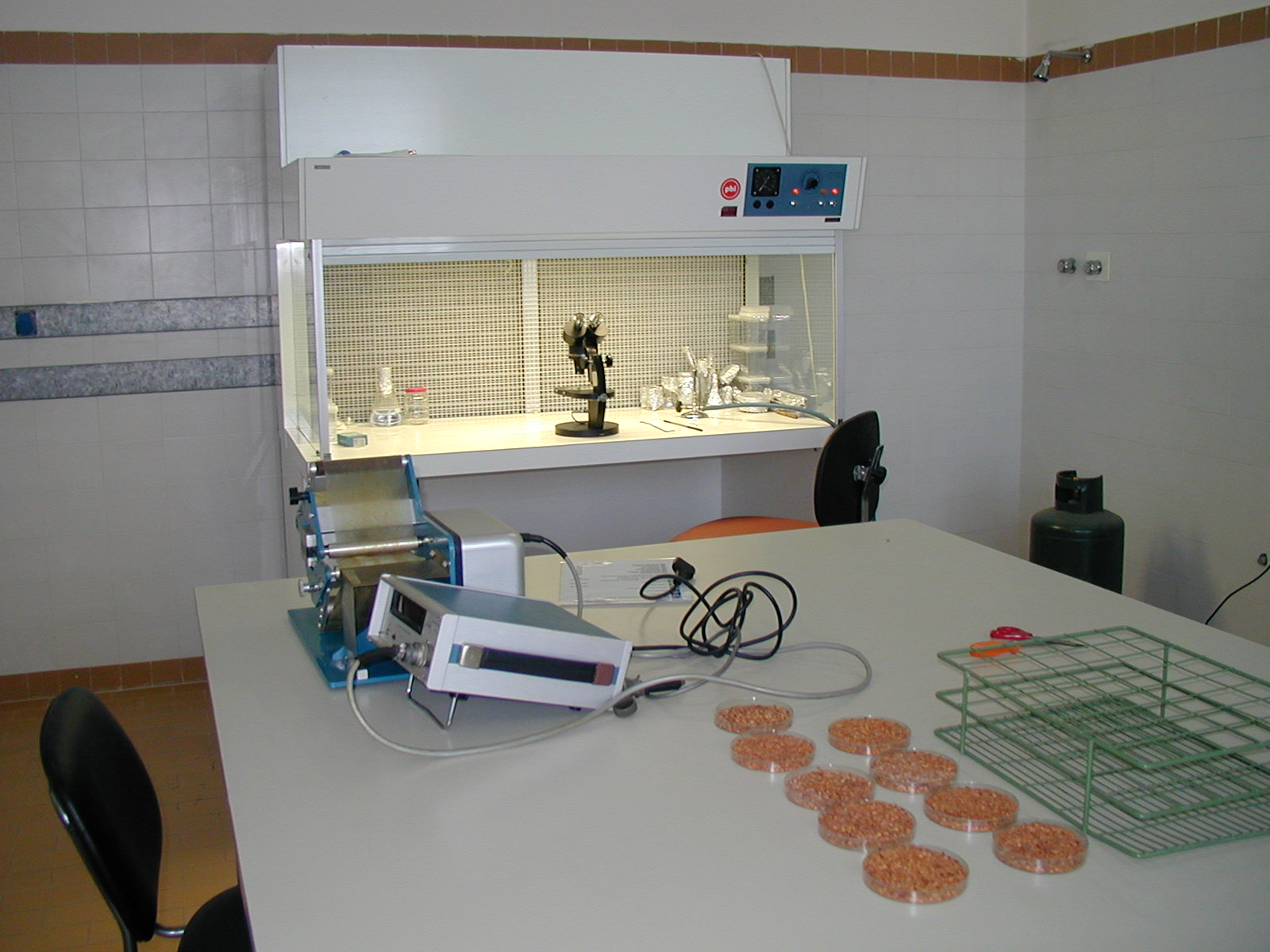 Seed analysis laboratory and horizontal laminar flow